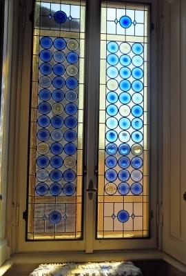 Finestra eseguita con vetrate a rulli soffiati originali