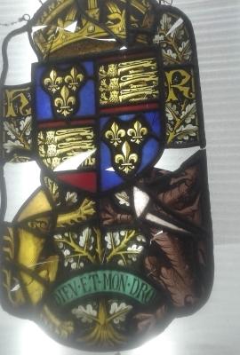 Intervento di restauro conservativo su stemma antico \ 02