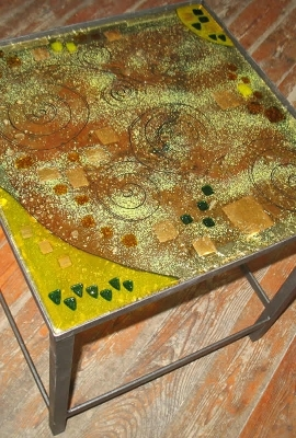 Table with plate glass fusion